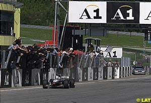 David Coulthard crossing the finish line as victor of the 2001 Austrian GP