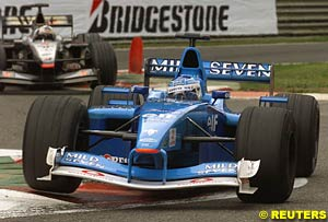 Giancarlo Fisichella leads David Coulthard