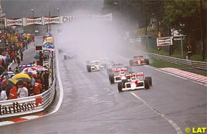 Senna leads at the start of the 1989 Belgian GP