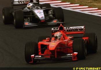 Hakkinen leads the way in Hungary